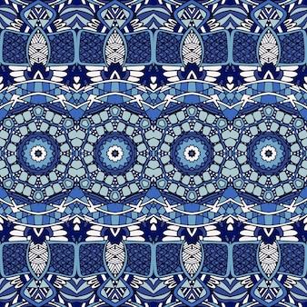 Prachtig naadloos lappendeken patroon van blauwe oosterse tegels, ornamenten.