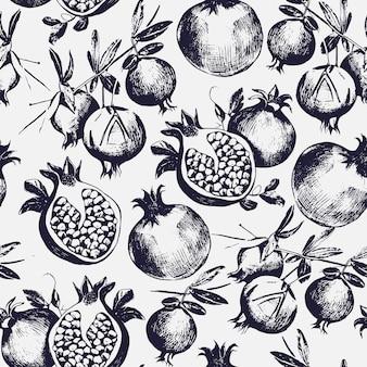 Prachtig naadloos patroon met gesneden en hele granaatappels groeien op tak met bladeren.