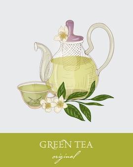 Prachtige theepot, doorzichtige glazen beker, groene theeblaadjes, bloemen en vers citroenfruit op grijs
