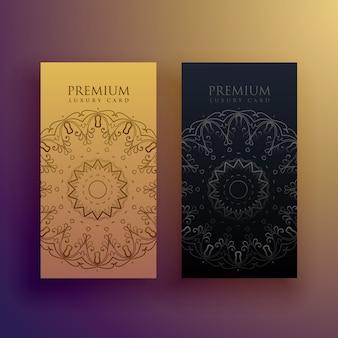 Premium mandala-kaart ontwerp decoratie