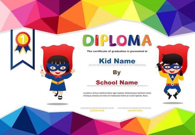 Preschool superhero kids jongens en meisjes diploma certificaat kleurrijke ontwerpsjabloon