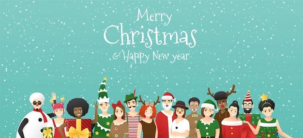 Prettige kerstdagen en gelukkig nieuwjaar, groep tieners in kerst kostuum concept