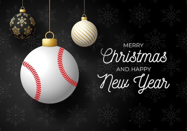Prettige kerstdagen en gelukkig nieuwjaar luxe sport briefkaart. honkbalbal als kerstmisbal op zwarte achtergrond.
