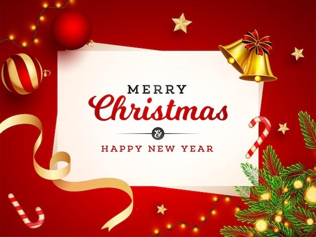 Prettige kerstdagen en gelukkig nieuwjaar viering wenskaart met jingle bell, kerstballen, ster, snoepgoed, pijnboombladeren en verlichting garland ingericht op rood.