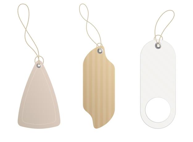 Prijskaartjes. set etiketten met koord. papieren prijs- of cadeaukaartjes in verschillende vormen. lege organische stijlstickers.