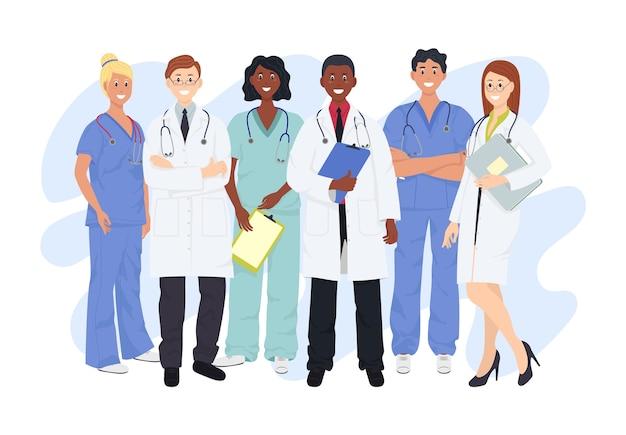 Professionele artsen en verpleegsters die samen poseren