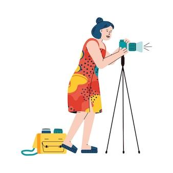 Professionele fotograaf of verslaggever vrouwelijke stripfiguur met behulp van professionele fotoapparatuur Premium Vector