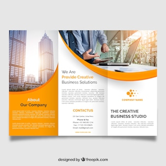 Professionele golvende driebladige brochure