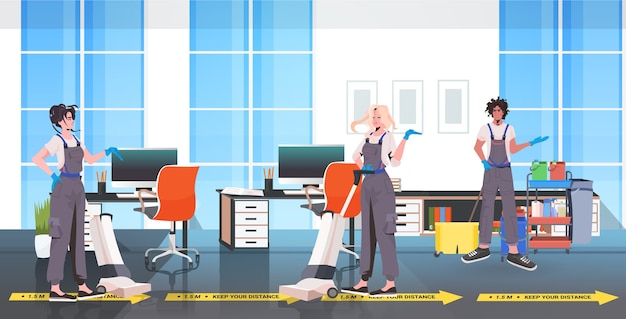Professionele schoonmakers conciërges team reinigen en desinfecteren vloer om coronavirus te voorkomen