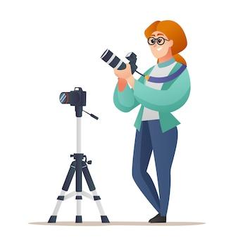 Professionele vrouwelijke fotograaf met camera met statiefconcept