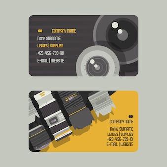 Professionele zoomfotolens en benodigdheden voor cameraset van zakelijke of telefoonkaarten.