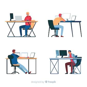 Programmeurs die met monitors werken