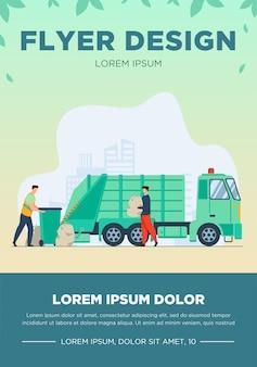 Prullenbak pick-up werknemer vuilnisbak op vrachtwagen schoonmaken. man met afval in plastic zak platte vectorillustratie. stadsdienst, afvalverwijderingsconcept