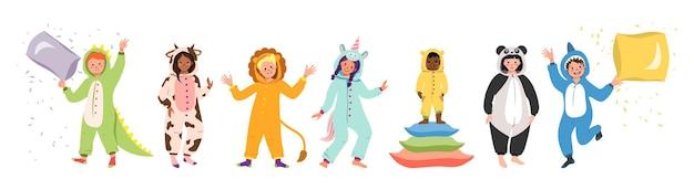 Pyjamapartij voor kinderen. aantal kinderen die jumpsuits of kigurumi van verschillende dieren dragen.