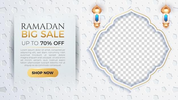 Ramadan kareem grote verkoopbanner met lege ruimte voor foto en witte patroonachtergrond