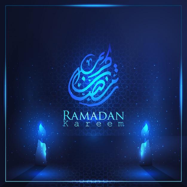 Ramadan kareem prachtige arabische kalligrafie met arabisch patroon en kaarslicht voor islamitische begroeting