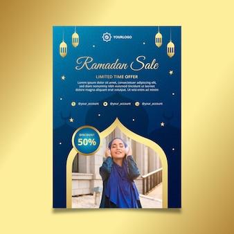 Ramadan verkoop verticale flyer-sjabloon Gratis Vector