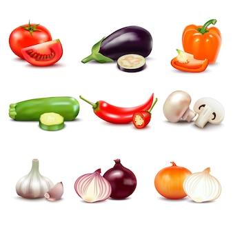 Rauwe groenten met gesneden geïsoleerde realistische pictogrammen met peper aubergine knoflook paddestoel courgette