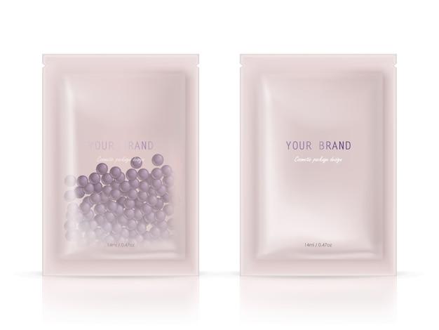 Realistisch blanco pakket, wegwerp foliesachet voor het pellen van gezichtsmaskers met natuurlijke korrels