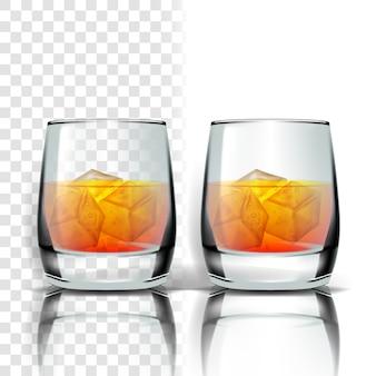 Realistisch glas met whisky en ijsblokjes