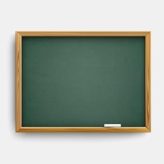 Realistisch leeg groen klassenbord met houten lijst en met krijt