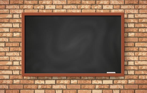 Realistisch leeg zwart bord op bruine bakstenen muur. plat trendy klaslokaal met interieur van het klasbord