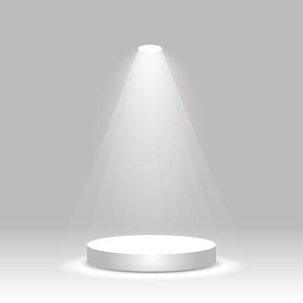 Realistisch wit rond podium verlicht door schijnwerpers. leeg winnaarpodium, productsokkel, tentoonstellingsplatform. vector illustratie.