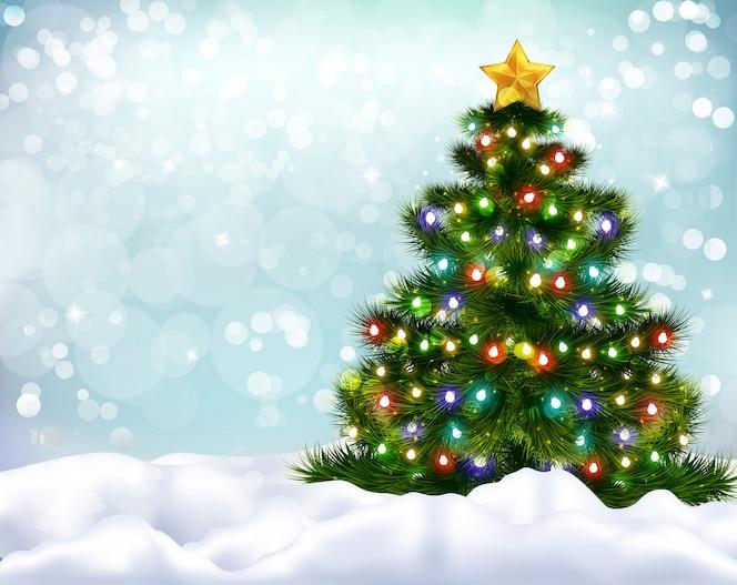 Realistische achtergrond met prachtig versierde kerstboom en sneeuwbanken