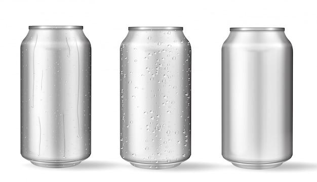 Realistische aluminium blikken met waterdruppels.