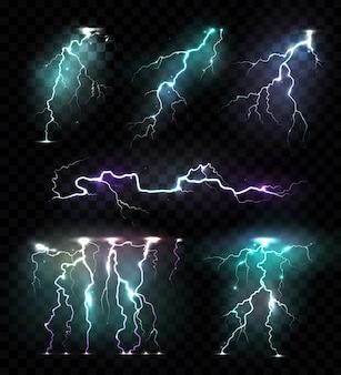 Realistische bliksemschichten knippert gekleurde set van geïsoleerde afbeeldingen van kleurrijke blikseminslagen op transparant