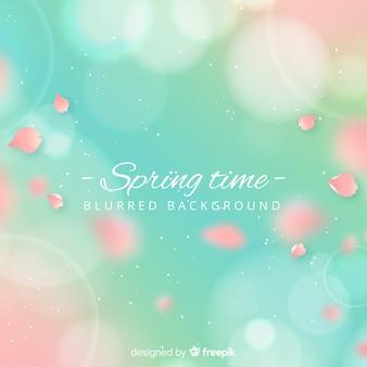 Realistische bloemblaadjes lente achtergrond