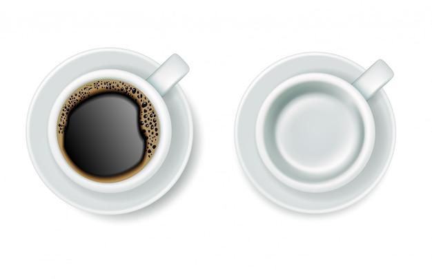 Realistische bovenaanzicht koffiekopjes met schoteltjes