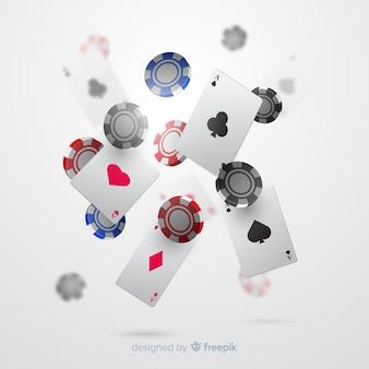 Realistische casinospaanders en kaarten dalende achtergrond