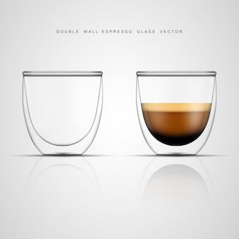 Realistische espresso-glazen beker en leeg dubbelwandig glas