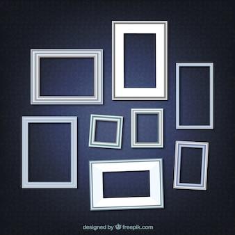 Realistische fotoframes op een blauwe achtergrond
