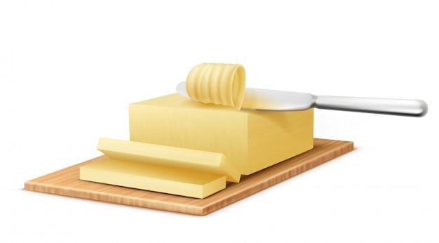 Realistische gele stok van boter op snijplank met metalen mes