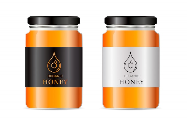 Realistische glazen pot. voedselbank. sause verpakking. glazen pot met designlabel of badges.