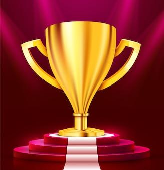 Realistische gouden trofee op rond podium met wit tapijt verlicht met schijnwerpers. prijsuitreiking concept. stage achtergrond. vector illustratie