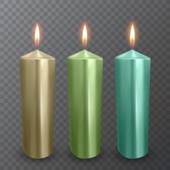 Realistische kaarsen van gouden, groene en blauwe kleuren, brandende kaarsen