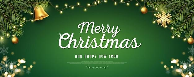 Realistische kerst- en nieuwjaarsbanner met takken op groene achtergrond