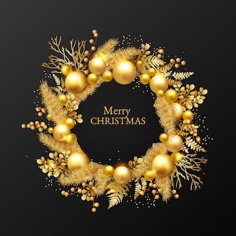 Realistische kerstkrans met gouden versieringen
