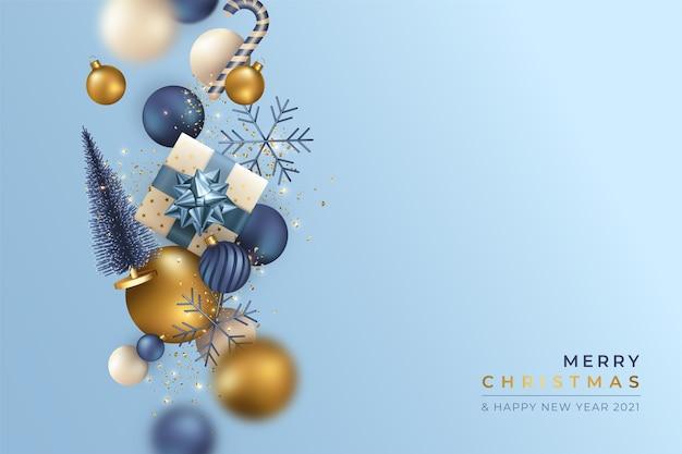 Realistische kerstmisachtergrond met vliegende ornamenten
