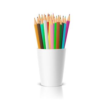 Realistische lege plastic bekerhouder met een set kleurpotloden.