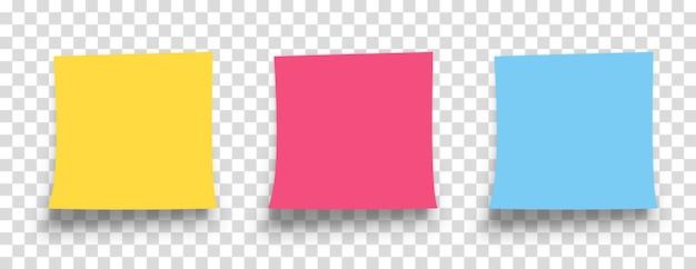 Realistische notitie set met schaduw geïsoleerd op transparante achtergrond. herinnering. bericht op briefpapier. geel, rood, blauw gekleurd papier.