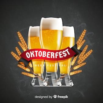 Realistische oktoberfest achtergrond met een pul bier