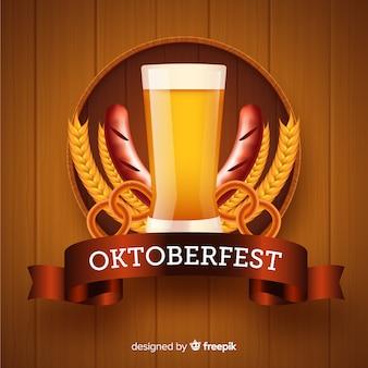 Realistische oktoberfest met bierachtergrond