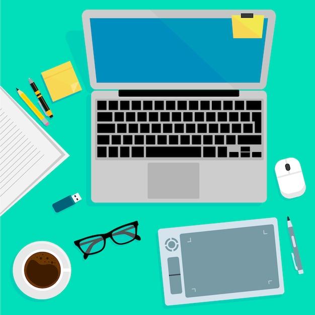 Realistische organisatie van de technologie op de werkplek. bovenaanzicht van kleur werktafel met laptop, smartphone, tablet pc, dagboek, glazen en tabletten.