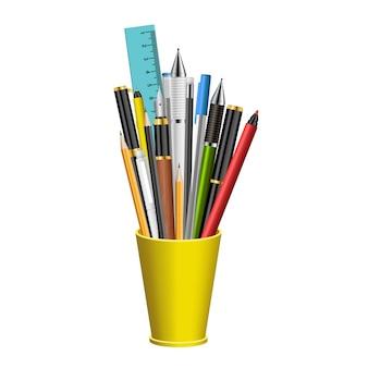 Realistische pennen en potloden in plastic glas