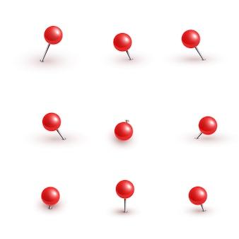 Realistische plastic glanzende rode push pins op verschillende hoeken ingesteld naald.