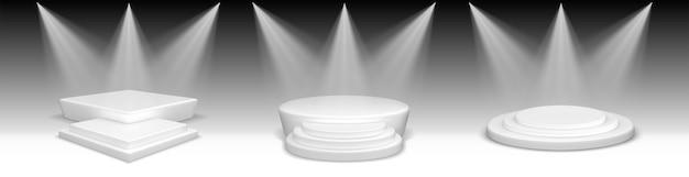 Realistische podia. verzameling van realistische stijl getrokken ronde en vierkante lege podia en trapplatforms. illustratie van sets sjablonen sokkels cilinderstadia voor uitvoeringen.